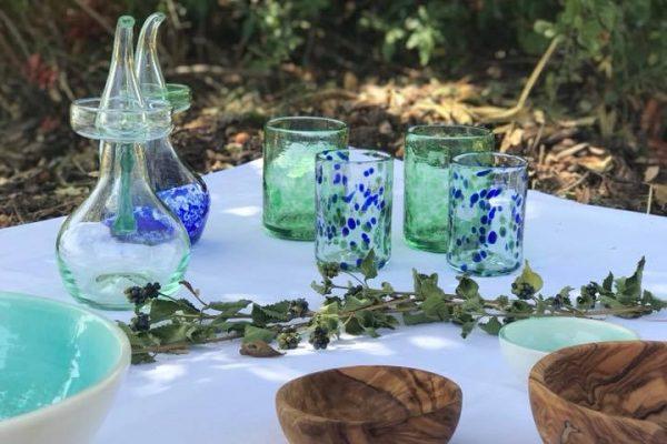 Aceiteras Vasos de Vidrio Azules y Verdes Mediterraneo Mallorca Lafiore.com copia 600x400 - Vidrio Soplado Tradicional en Mallorca: El Alma para innovar