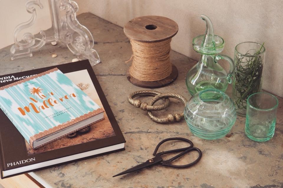 tradición del mediterraneo vidrio y amor - Mesa con personalidad